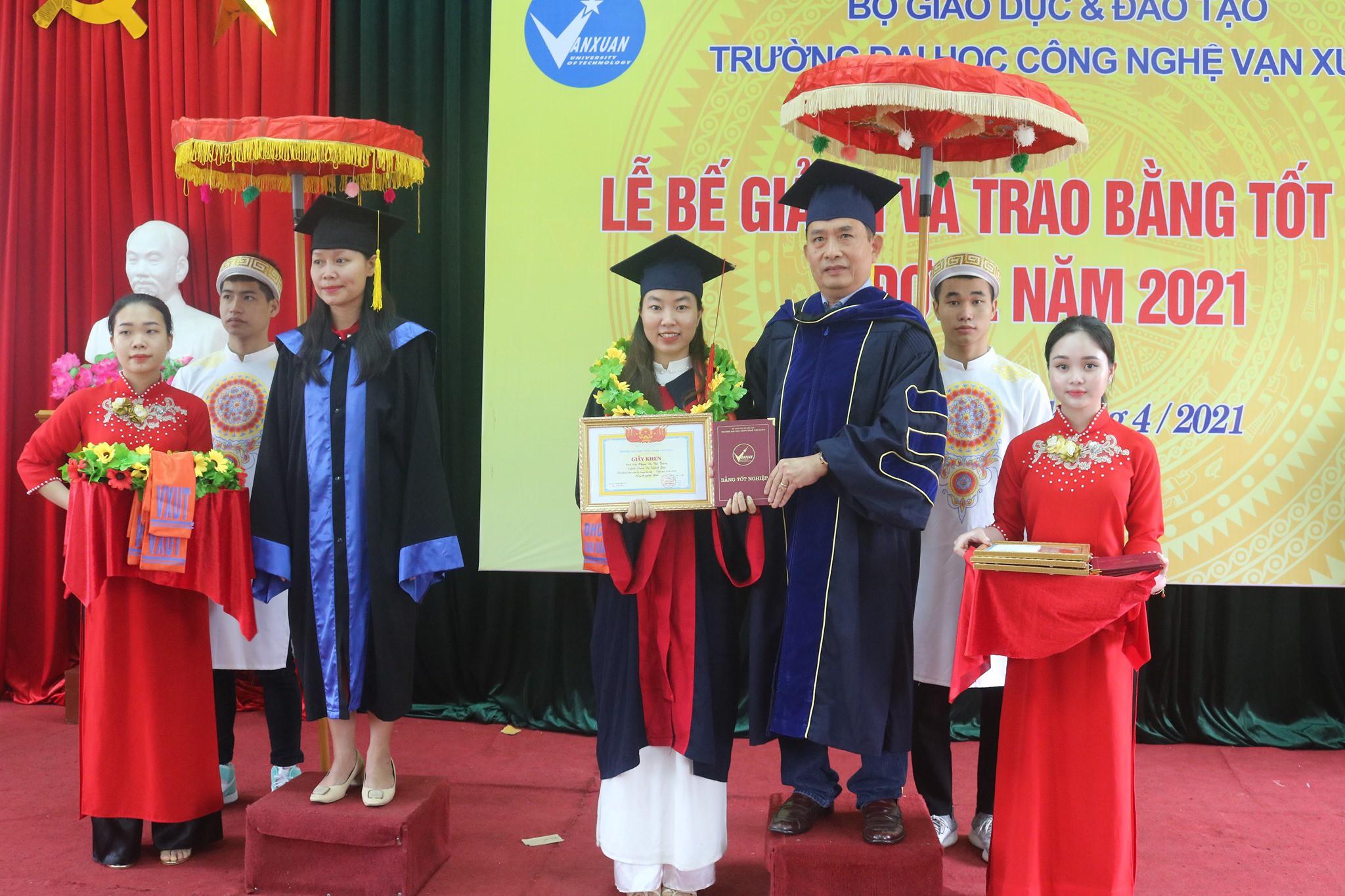 Lễ Bế giảng và trao bằng tốt nghiệp hệ đại học đợt 2 năm 2021